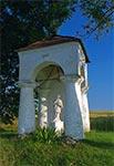 Kapliczka w Niewirkowie z XVII/XIX w, z figurą św. Nepomucena