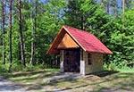 Kapliczka Matki Bożej Krasnobrodzkiej przy leśnej drodze między Krasnobrodem a Hutkami