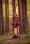 Między Tereszpolem a Góreckiem znajdziemy w lesie starą figurę św. Mikołaja z roku 1809