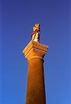 Figura Matki Bożej z Dzieciątkiem Jezus w Rudzie Różanieckiej