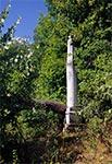 Podobno na tym cokole znajdowała się kiedyś rzeźba anioła - Szperówka