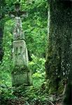 Krzyż z roku 1925 w nieistniejącym przysiółku Hrymaki - widoczne ślady po strzałach z karabinu