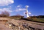 Polanka Horyniecka - niestety droga została oszpecona asfaltem.  Figura z roku 1886