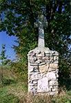 Krzyż z czasów najazdów tatarskich z roku 1672 - został po zniszczeniu odbudowany na nowo