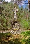 Krzyż przydrożny z roku 1852, znajdujący się na południowy wschód od Huty Różanieckiej