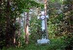 Duży przydrożny krzyż bruśnieński z roku 1861, na wylocie z Huty Lubyckiej w stronę Pawliszczy i dalej Łazowej