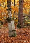 Zabytkowy cmentarz z nagrobkami bruśnieńskimi w Starej Hucie