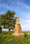 Piękny nagrobek z aniołkiem na cmentarzu w Chłopiatyniu