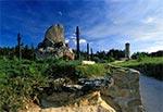 Pomnik Miszki Tatara przed kamieniołomem w Józefowie
