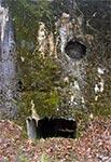 Schron bojowy linii Mołotowa - ślady ostrzału artylerii - Mosty Małe