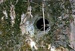 Ściana w bunkrze - przestrzelona z działa. Mosty Małe