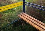 Zarośnięty przystanek autobusowy między Radecznicą a Zaburzem