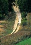 Droga bardzo stroma i długa oraz w miarę równa - czyli Jeden z najszybszych terenowych zjazdów na Roztoczu Szczebrzeszyńskim. Maksymalna prędkość podczas tego zjazdu wyniosła 60km/h. Można wycisnąć tam więcej ale w tym przypadku sakwy zwiększyły nieco opór powietrza