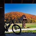 Pod Górą Łysiec - widok z wiaty rowerowej (Max. wielkość obrazu - 71 mln.pix).