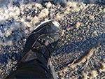 Wysokie buty zimowe z membraną Gore-Tex, to jeden z najważniejszych elementów ubioru zimowego cyklisty. Zwłaszcza gdy temperatura oscyluje wokół zera, a na drodze jest taka półpłynna breja.