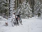 Pierwsze śniegi specjalnie nie przeszkadzają w jeździe bo są puszyste. Najgorzej jest pod koniec zimy, kiedy mamy wiele przekrystalizowanych, zbitych warstw.