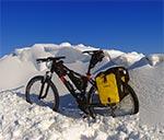 Dzisiaj (10.02.2017) istniały niemal idealne warunki do epickich zimowych podróży rowerowych. Słońce, odpowiedni mrozik oraz krystalicznie czyste niebo napawały niezwykłą, niemal wiosenną radością. Napawało oczywiście tylko tych, którzy mogli dziś poszwendać się w terenie ;-)