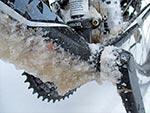 Oblodzenie powstaje najczęściej kiedy przy ujemnych temperaturach na asfalcie jest solanka, która zamarza na rowerze
