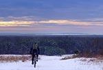 """Zdjęcie z dnia 20 stycznia 2021 - widok na zachód ze wzgórza 287.8 między Kątami a Wychodami. To jedno z najciekawszych widokowo miejsc w rejonie roztoczańskim. Podczas wojny było tu stanowisko artyleryjskie, później stała tam wysoka wieża triangulacyjna, na którą właziliśmy ale było to zanim zaczęliśmy fotografować """"na poważnie"""" i niestety zdjęć nie mamy z tej wieży, ani jej samej"""
