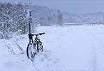 Droga do kapliczki św. Romana koło Feliksówki dnia 25 stycznia 2021 roku. Dziękuję nieznanemu kierowcy terenówki, który zrobił ślady, a tym samym skrócił katorgę jazdy w tak głębokim śniegu!
