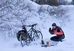 9 lutego 2021 - obiad na drodze między Wychodami a Kątami. (Wielkość oryginalnego pliku 40 mln pix)