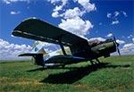 An-2 czyli Kukurużnik, na lotnisku w Mokrem