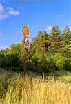 Nieopodal przejazdu kolejowego za Werchratą, jadąc do Horyńca ale ten znak stoi po lewej, w stronę Prusia