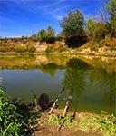 Nad Bugiem w Czumowie - niesamowita rzeka, jedyna w swoim rodzaju, pełna ryb, wielkich głębi, stromych skarp i potężnych wierzb na brzegach. Na drugim brzegu widoczny ukraiński słupek graniczny.