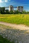 Ruina fabryki pustaków w Długim Kącie