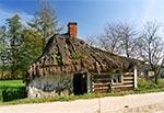 Jedna z ostatnich krytych strzechą chat Roztocza - Radecznica