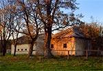 Stara stajnia i inne budowle w Rudzie Różanieckiej