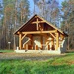 Wybudowana przez leśników wiata, nawiązująca do istniejącej tu od 1891 do 1905 roku pusteleni św. Brata Alberta Chmielowskiego