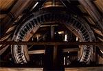 Wnętrze zabytkowego wiatraka na Roztoczu Zachodnim - Gródki. Młyn niestety został przeniesiony