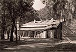 Pensjonat urzędu wojewódzkiego, czyli zbudowana dla Gierka dacza ale jak wiadomo do Zamościa już nie zdążył dotrzeć. Później był tu dom dziecka, a obecnie planuje się tu założenie muzeum myślistwa