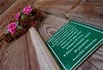 Prośba o zachowanie się cicho ze względu na nietoperze, które jak wiadomo śpią w dzień. Kaplica na wodzie w Górecku.