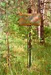 Stara tablica na skraju Południoworoztoczańskiego Parku Krajobrazowego (Widoczne przestrzeliny)