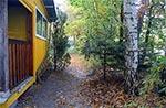 """""""Leśniczówka"""" podczas remontu. Domek w lesie daje wytchnienie podczas upałów oraz ratunek przed nagłą ulewą."""