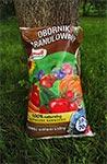 Nawet trawnik nawozimy zgodnie z zasadami upraw organicznych - owczy obornik przekompostowany.