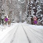 Droga u podnóża Bukowej Góry zimą