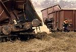 Wagony już wyciągnięte czołgiem z doliny