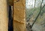 Płyta lessowa odstająca od ściany wąwozu